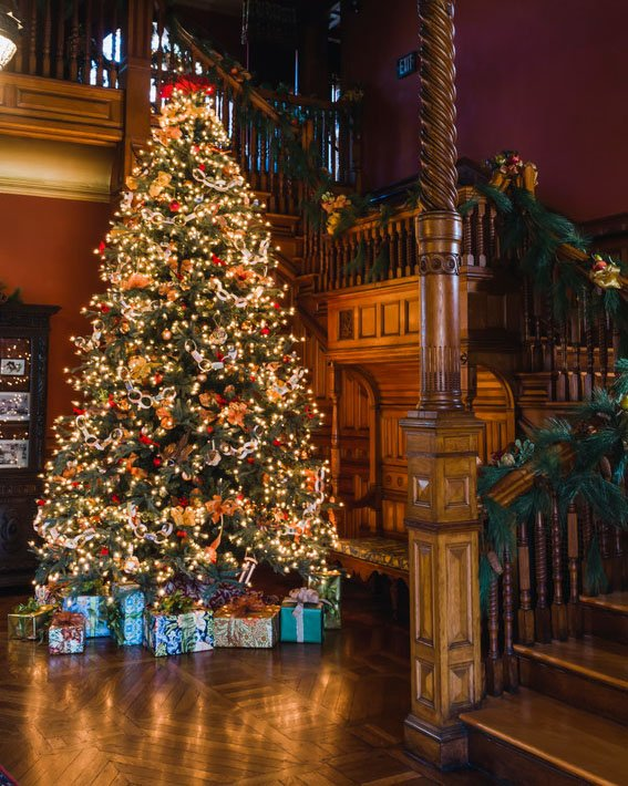 Victorian Christmas Tree.Experience A Victorian Christmas At The Eustis Estate